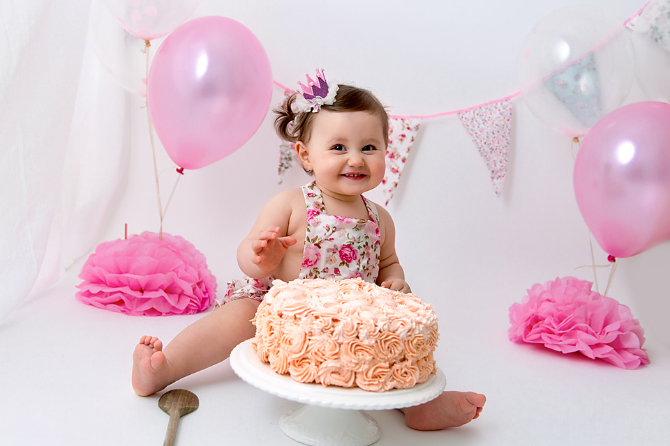 Alea's Cake Smash Photography in Basildon